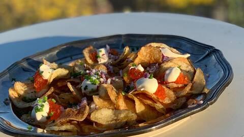 Lyxiga chips med rom och crème fraiche.