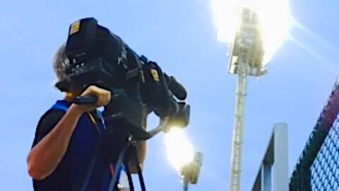 En av SVT:s fotografer ute på jobb. Fotograf: Lotta Fahlberg