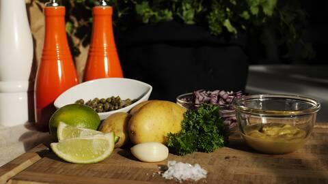Lime, potatis, rödlök, senap, vitlök.