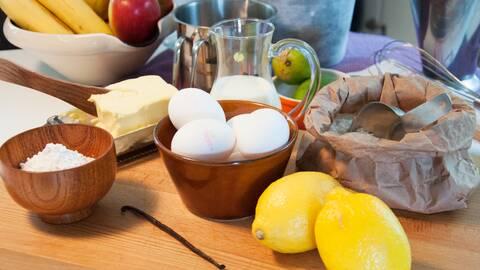 Citron, ägg, smör, mjöl, vanilj, vaniljstång