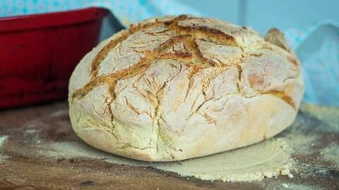 brödlimpa på bakbord