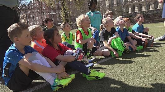 Alla älskar fotboll - Avsnitt 1  b056a18894f35