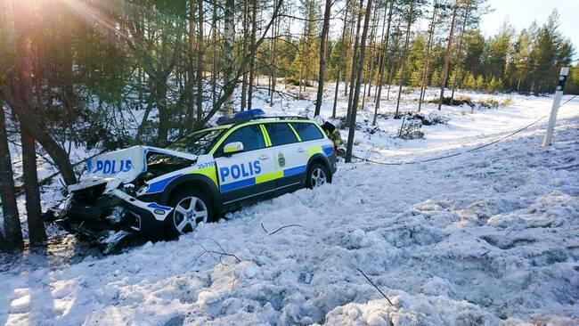 Polisbil krockade fyra skadade