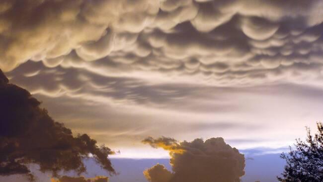 Bildet beskriver Mammatus skyen som er en hengende sky.