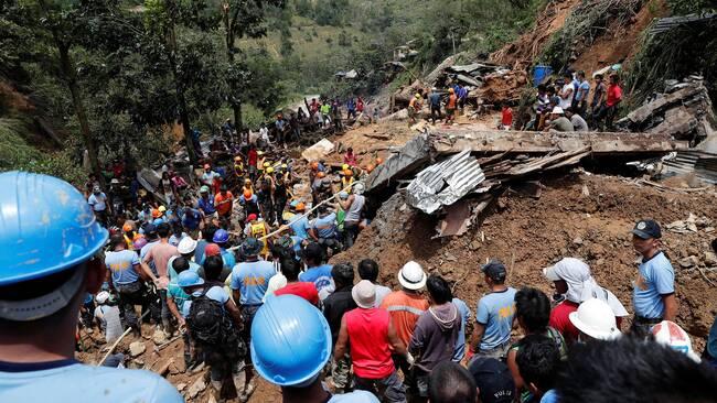 18 personer strandsatta efter oversvamning