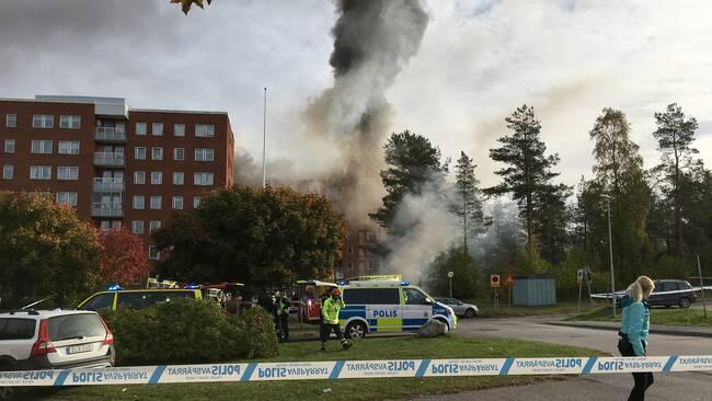 Boende evakuerade efter storbrand