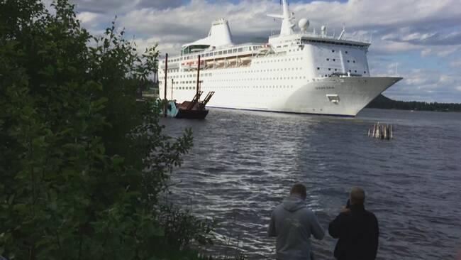 Ocean Gala på väg in i Utansjö