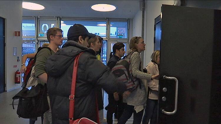 70 000 skrev högskoleprovet | SVT Nyheter