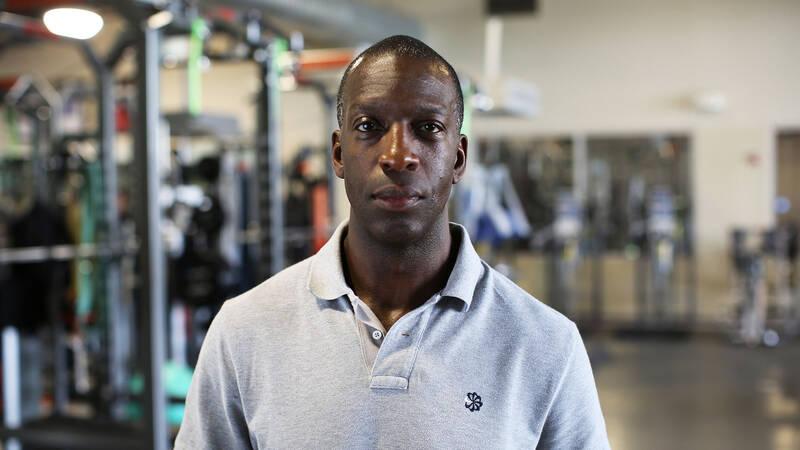 En av världens mest framgångsrika friidrottare, Michael Johnson, undersöker hur man skapar en världsmästare.