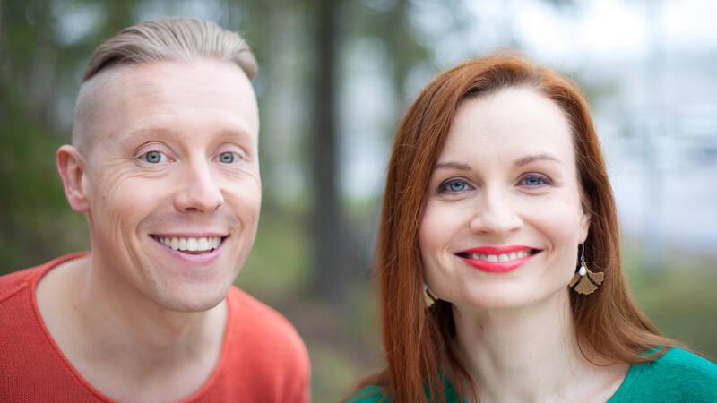 Programledarna Nicke Aldén och Hannamari Hoikkala.