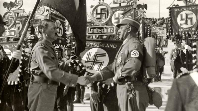 Hitler blir Tysklands rikskansler den 30 januari 1933, och skrider till verket för att bygga en ny nation. Men hur övertygar nazisterna vanliga tyskar att stötta Hitlers vision?