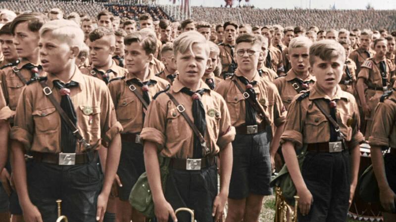 Under det tredje rikets sista skälvande dagar var fler av Hitlers sista soldater fortfarande barn som inte ens fyllt 15 år. Deras uppgift var att skydda bunkern där deras führer gömde sig.