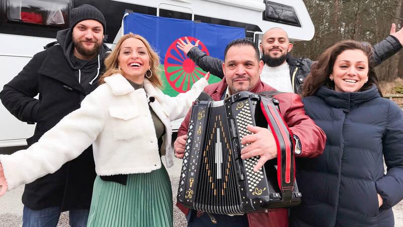 Från vänster: Gino Dubecki, programledare Jenni Kai, Hasse Taikumer, Martin Jaqierowicz och Zonfira Horvath.