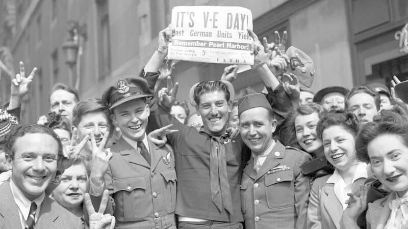 London och världen firar segerdagen 8 maj 1945 (VE-day ,Victory in Europe Day) som markerade slutet på andra världskriget i Europa.