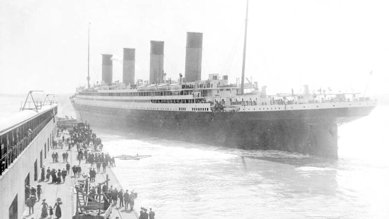 Titanic lämnar Southampton, 1912.