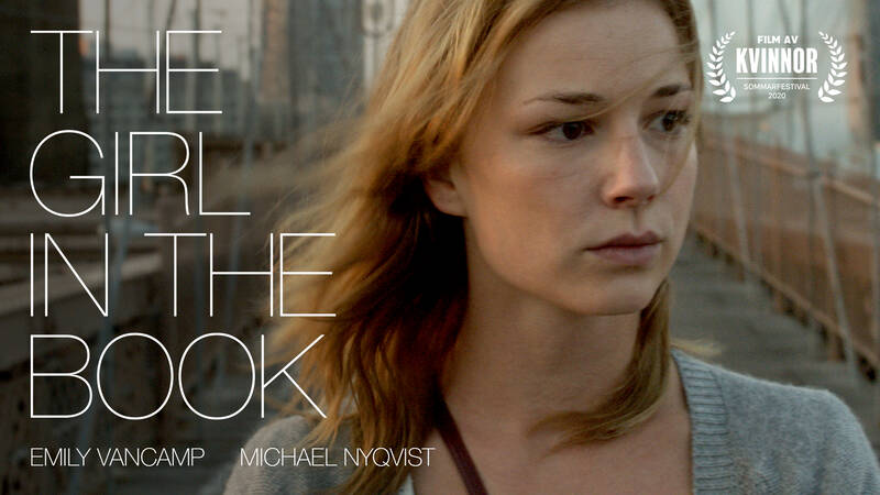 Alice (Emily VanCamp) i The girl and the book.
