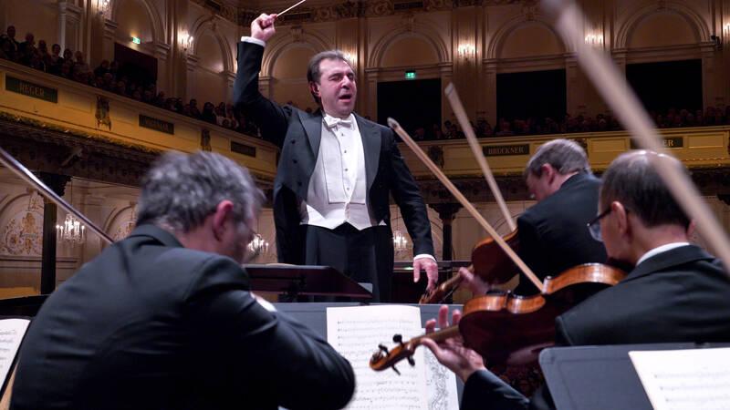 Beethovens violinkonsert. Frank Peter Zimmermann spelar på sin kära Stradivarius. Daniele Gatti leder orkestern i legendariska Concertgebouw i Amsterdam.