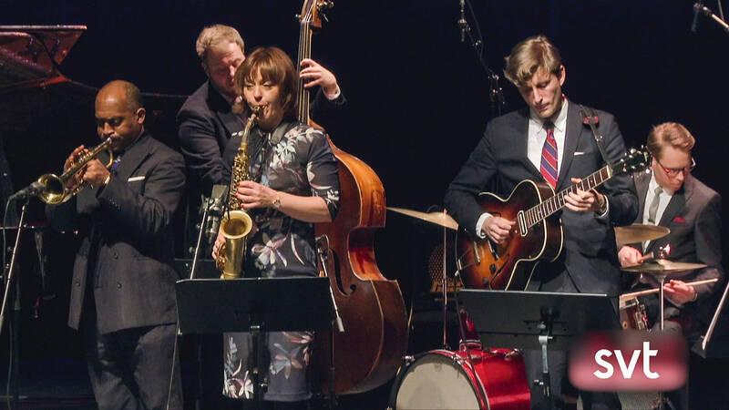 I en inspelning från en söndagskonsert på JANO, Jazzklubb Nordost i Vallentuna, möter vi altsaxofonisten Amanda Sedgwick och sextetten Bird's Nest.