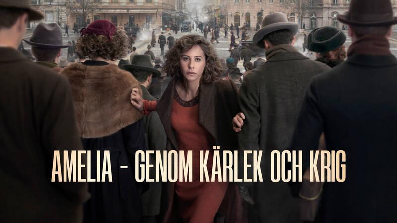 Planen är att Amelia (Irene Escolar) ska gifta sig till pengar för att rädda familjens fabrik. Men allt förändras när hon möter kommunisten Pierre. - Amelia – genom kärlek och krig