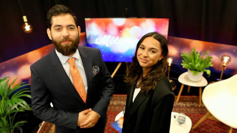 Programledare Dusan Marinkovic här med Katarina Memetovic. - Ame Maladjuvas (Möte med)