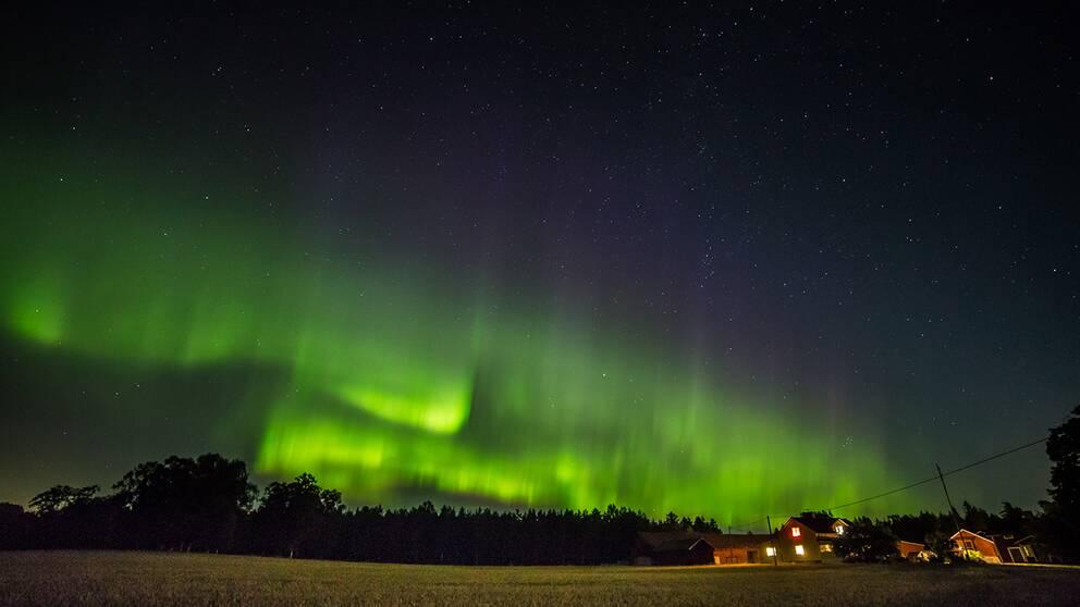 Vid 23:20 tiden igår kväll 23/8 i Mälby, Västerfärnebo.
