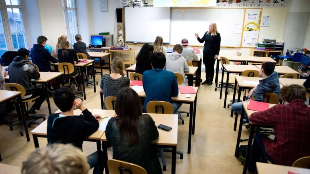 Det råder lärarbrist inför skolstarten i höst.