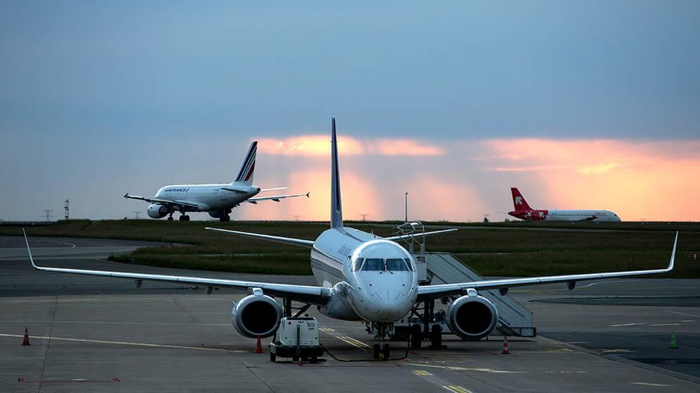 Flygplan på landningsbana