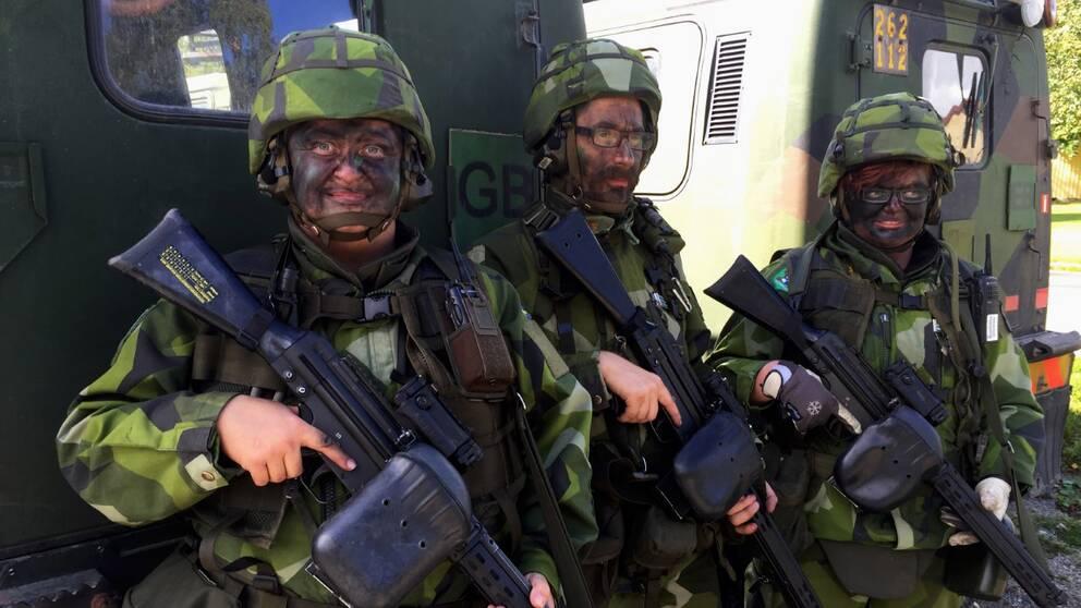 Jeanette Nilsson, Niklas Gårdman och Emelie Ålander – tre av av deltagarna i Hemvärnets storövning i Ånge, Härnösand och Sundsvall. Det är den största övningen i stadsmiljöer på många år.