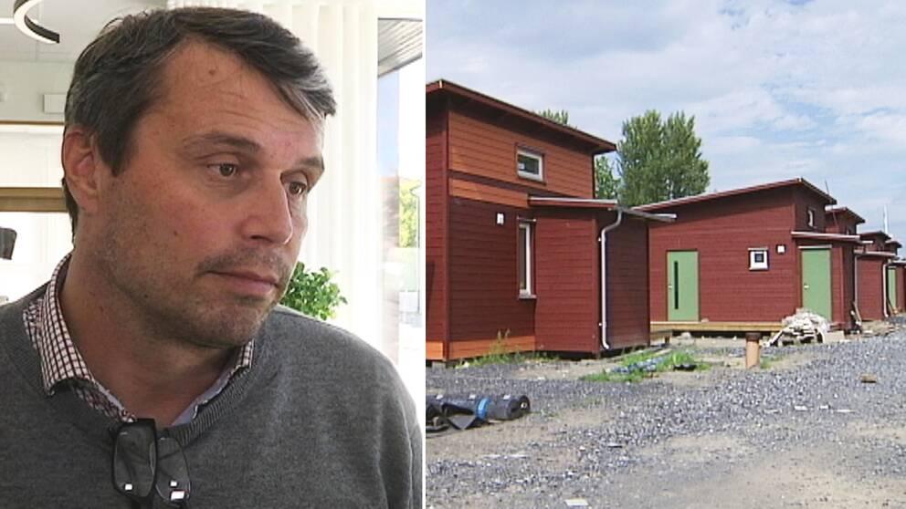 man intervjuas, små hus på rad