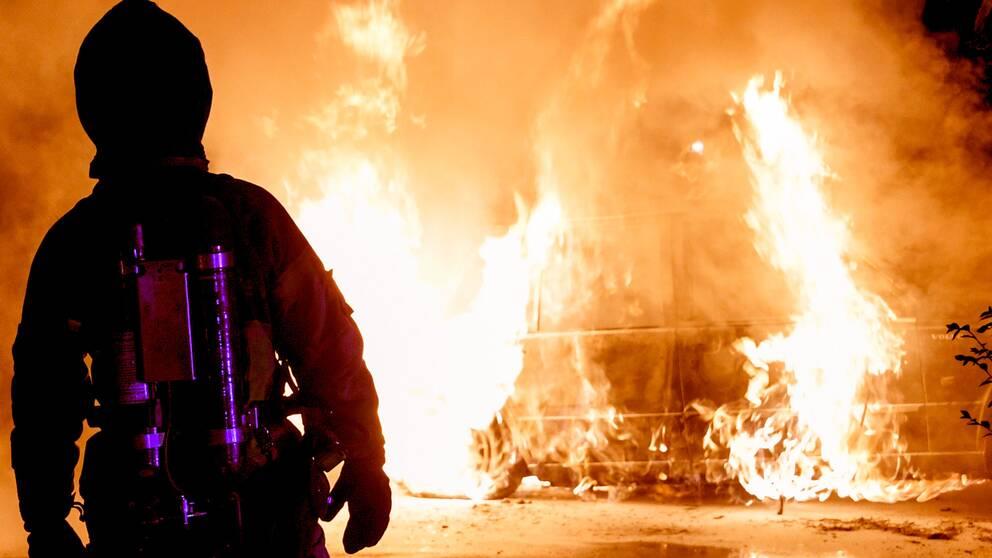 Ännu en bilbrand i Ljusdal. Veteranbil stacks i brand.