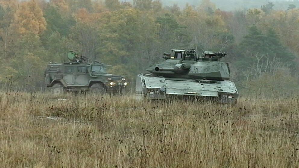 Militärfordon på Tofta skjutfält på Gotland