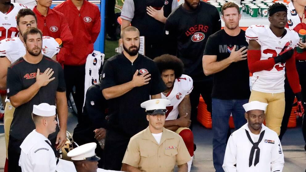 Stjärnans tysta protest delar USA | SVT Sport