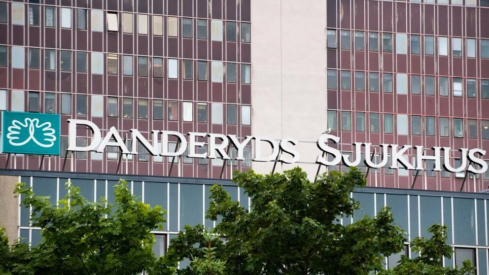 En fasadbild på Danderyds sjukhus.