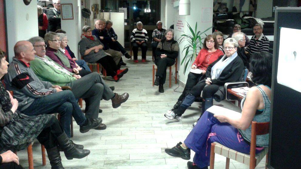 Grupp sittande människor.