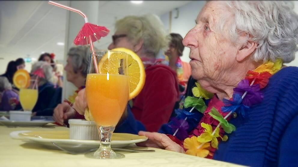 Äldreboendet Kungsljuset har kallats för lyxäldreboende där pensionärerna badar bubbelpool och äter trerätters middagar.
