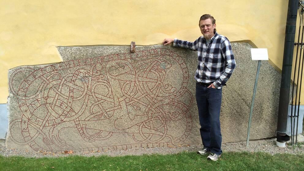 Runsten och Mats Köbin