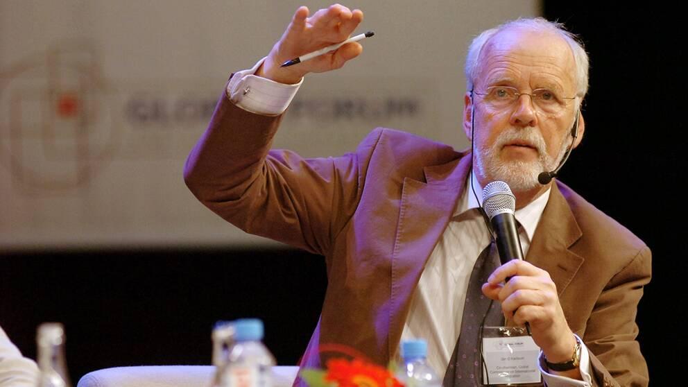 Förre bistånds- och migrationsministern Jan O Karlsson blev 77 år gammal.