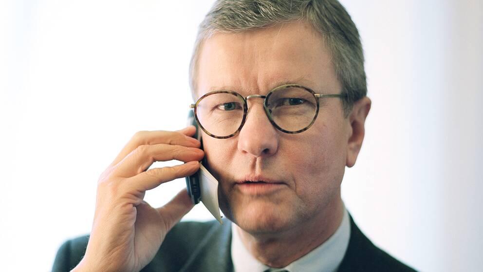 Sven-Christer Nilsson var VD för Ericsson mellan 1998 och 1999. Här talar han i mobiltelefonen Ericsson T28.