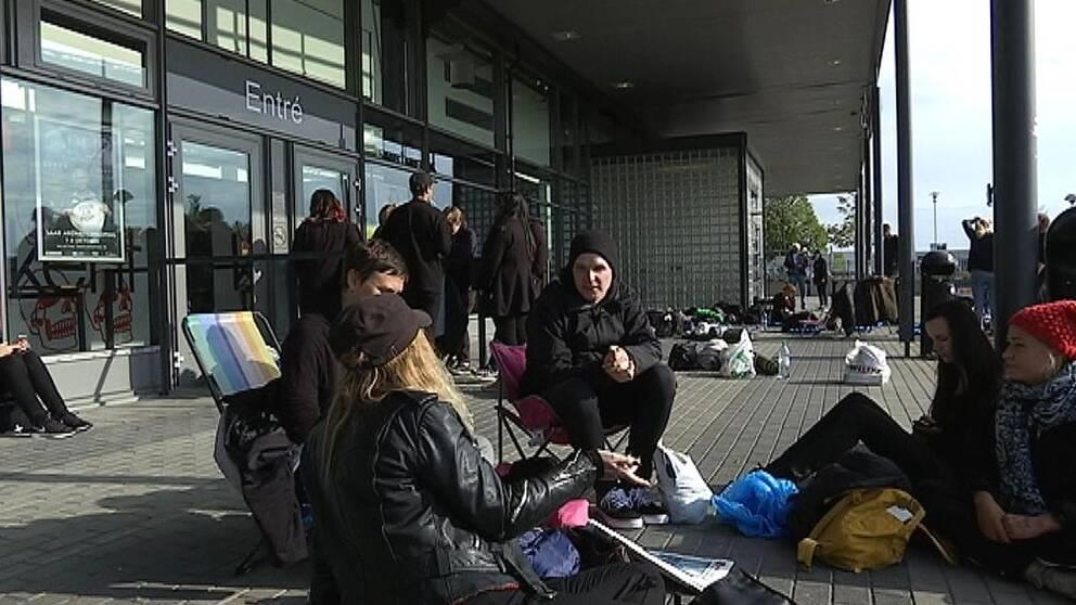Kent-fans i väntan på konsert i Linköping
