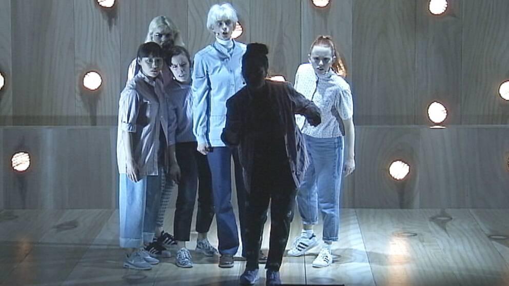 Bild från föreställningen Tjärdalen.