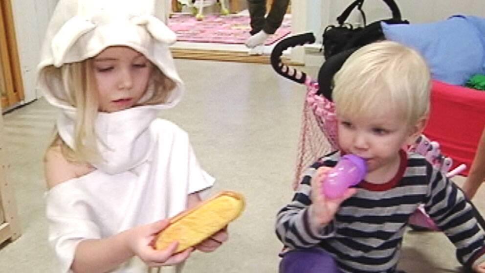 På förskolan Solstugan försöker man rensa bort alla giftiga leksaker.