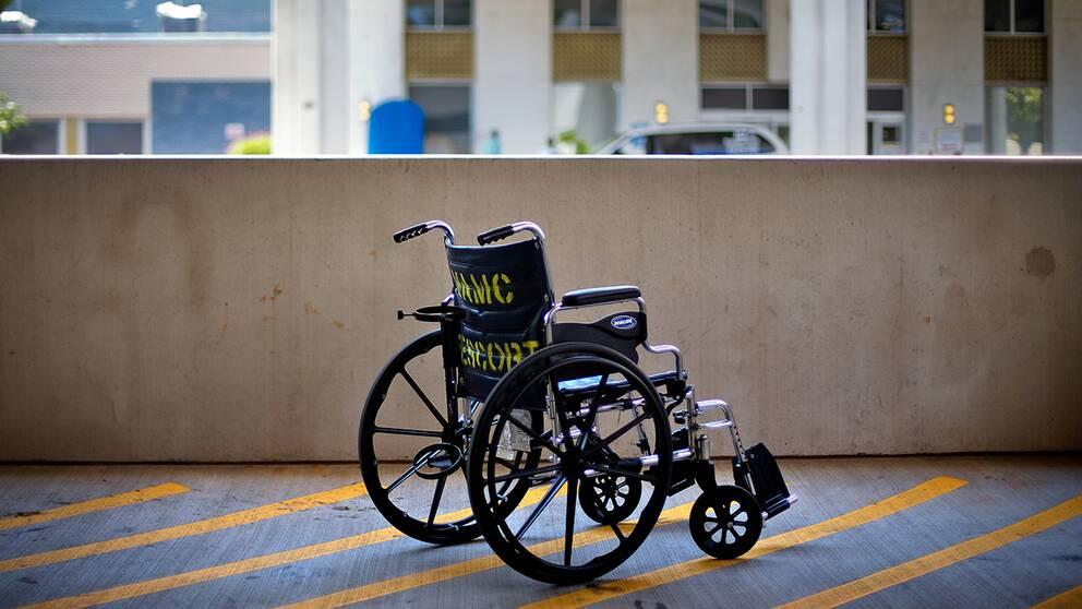 Portugisen Rufino Borrego har kunnat lämna rullstolen som han i onödan suttit i under 43 år efter att som 13-åring ha fått fel diagnos. Arkivbild.