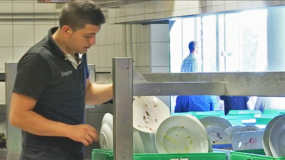 Vlad Moldovan kom till Sverige som tiggare, nu jobbar han som diskare på en restaurang i Lund