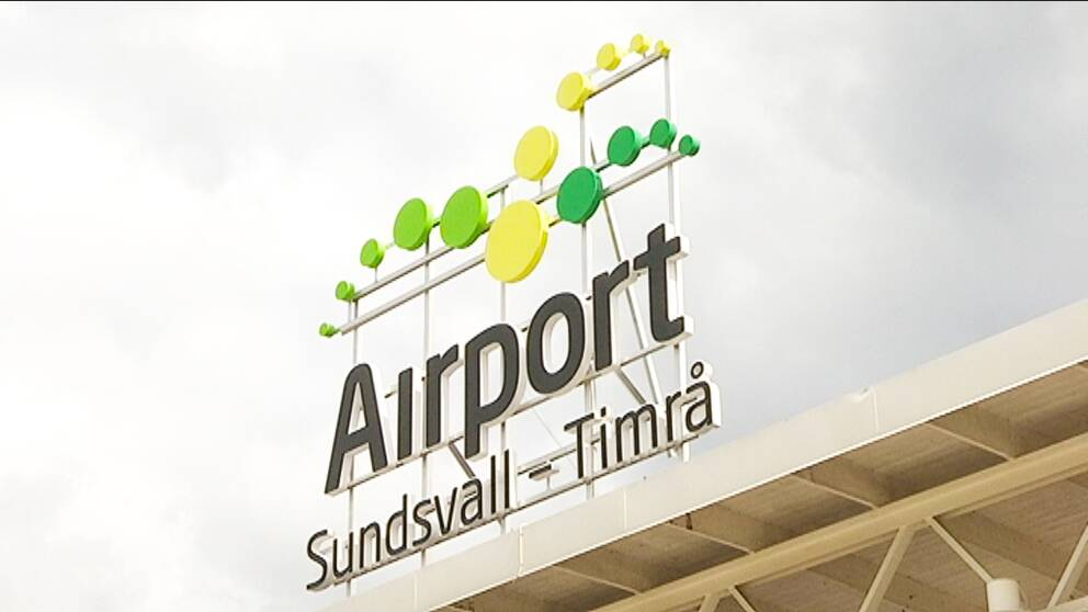 Skylt på Sundsvall Timrå Airports flygterminal.
