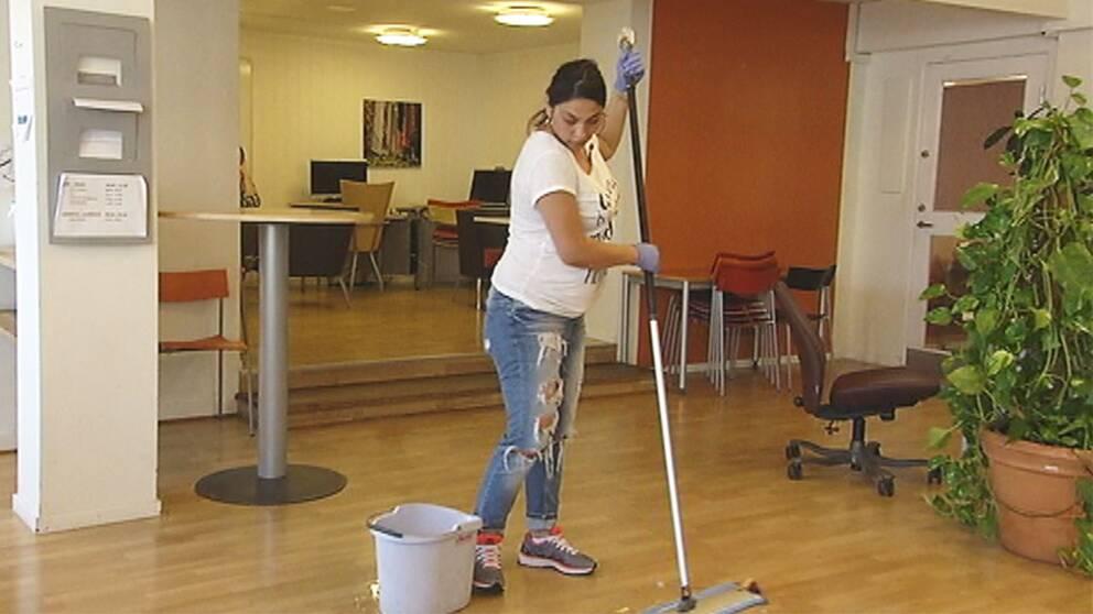 Cristina Marin jobbar som städare