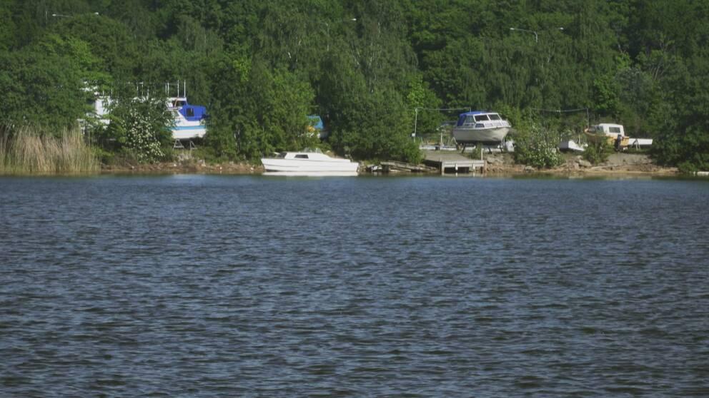 Här i vattnet utanför småbåtshamnen Sunnadal hittades Michaels kropp.