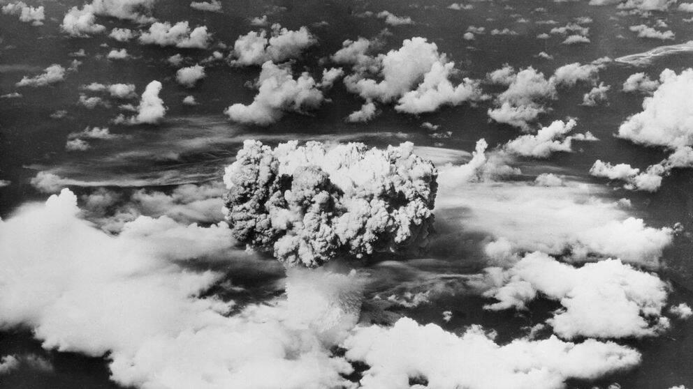 Atombomb detonerar på Bikini öarna