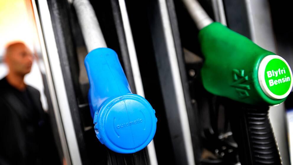Forsaljningen av bensin minskar