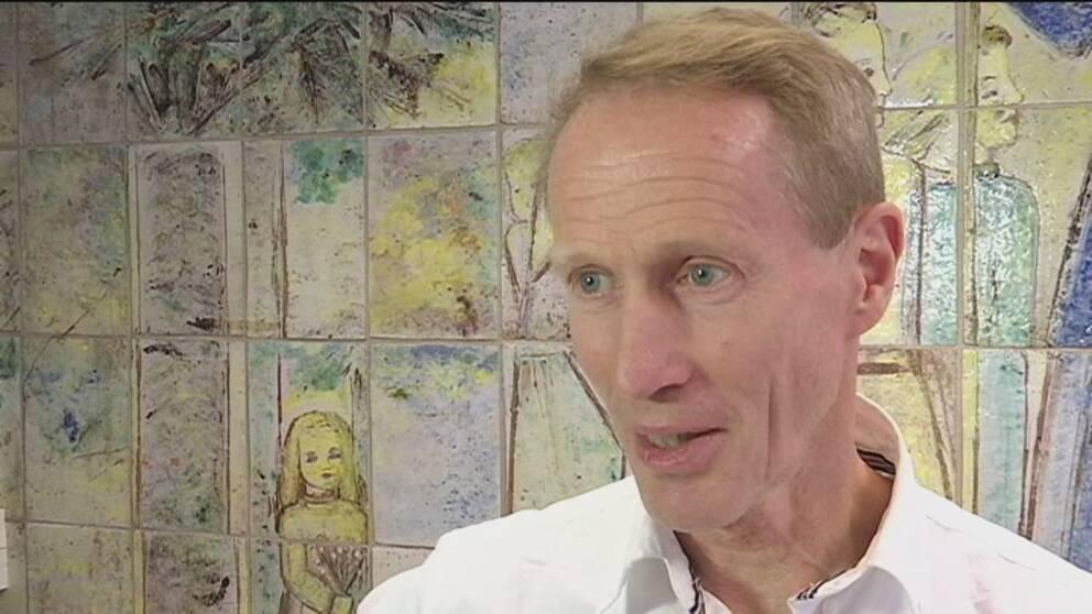 Bo C. Bertilsson är läkare och specialist i allmänmedicin, med idrottsläkarkompetens.