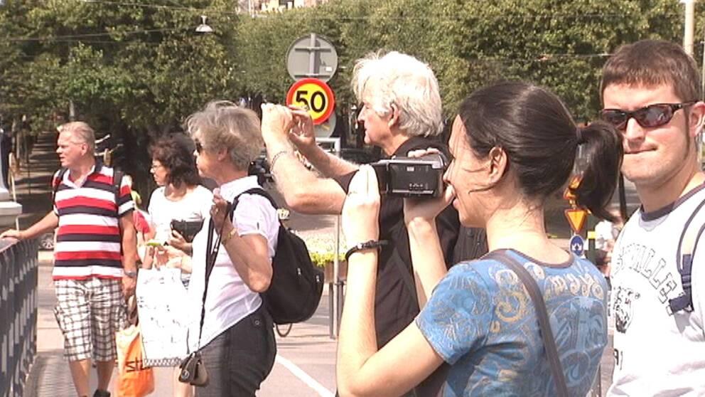 turister fotograferar